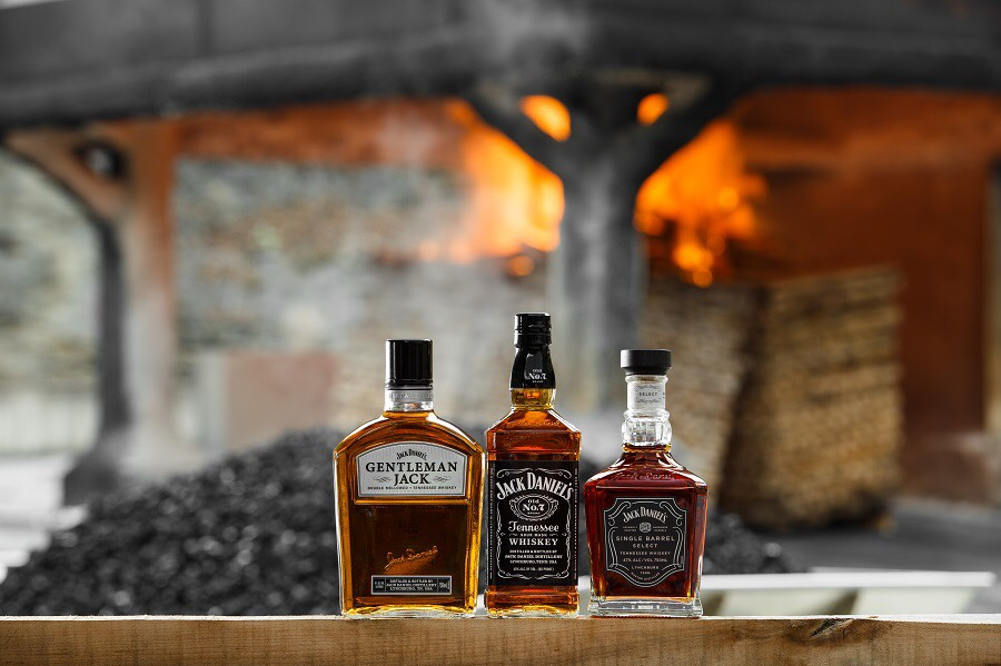"""<img alt=""""whisky offerings at whisky live by Jack Daniels"""">"""